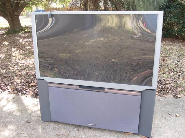 Photo 57-inch Hitachi Big Screen TV (Gautier)