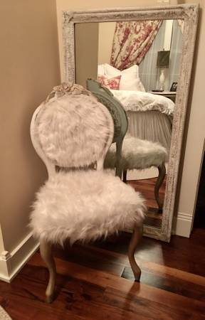 Photo Antique Victorian Chair and Full Length Mirror - $345 (Opelousas)