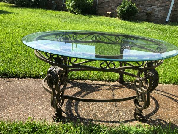 Photo BEAUTIFUL HEAVY GLASS TOP LARGE WROUGHT IRON COFFEE TABLE CLAW FEET - $100 (GULFPORT, MS)