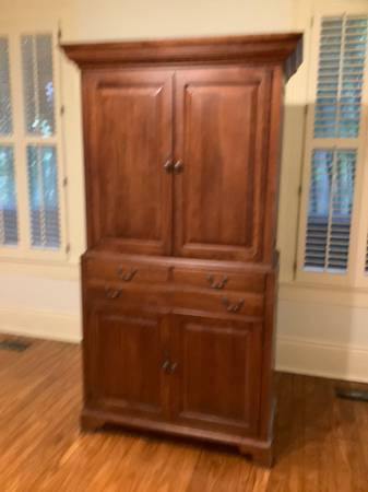 Photo Bob Timberlake Entertainment Center - $800 (New Orleans)