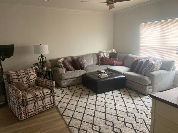 Photo Female looking for another female roommate (St.Bernard New Orleans cusp)