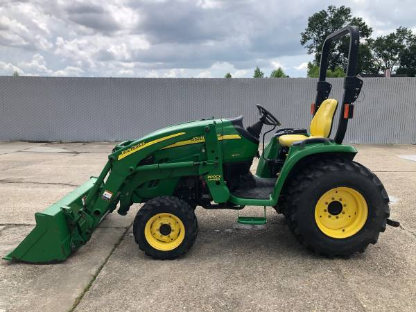 Photo John Deere 3320 Tractor 33HP 4WD Front End Loader HST 327Hrs - $19,900