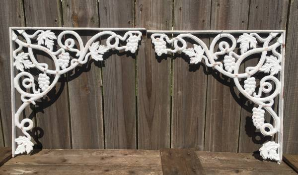 Photo Large antique iron brackets - $65 (Larose)
