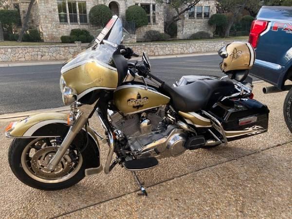 Photo NEW ORLEANS SAINTS autographed Harley Davidson  - $9,500 (Spring Branch)