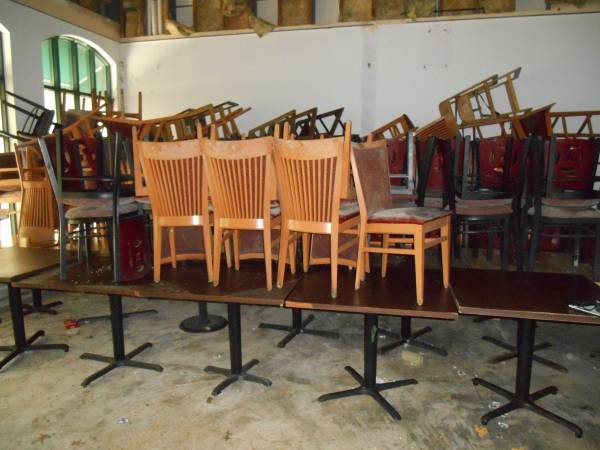 Photo Restaurant chairs, tables and equipment  (used and very cheap)) (baton rouge)