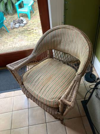 Photo Vintage wicker accent chair - $80 (New Orleans)