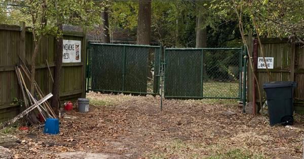 Photo 14 ft X 4 ft CHAIN LINK DOUBLE GATE - $300 (Shoreacres)