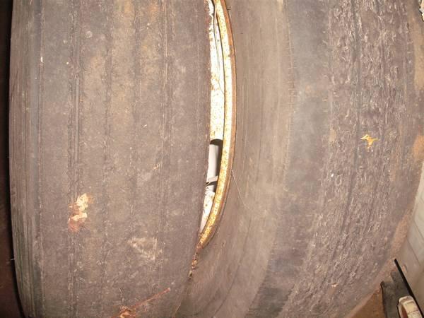 Photo 18 wheeler rims and tires (houston)