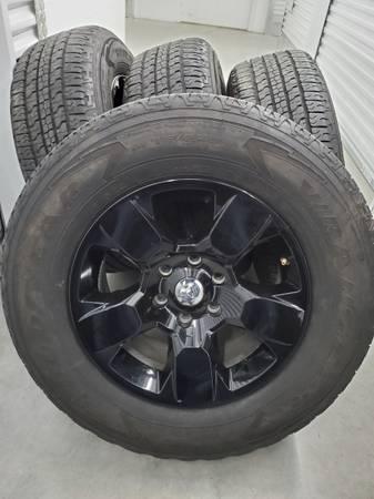 Photo 18quot Dodge Ram 6 Lug Black OEM Rims Wheels Tires (Houston)