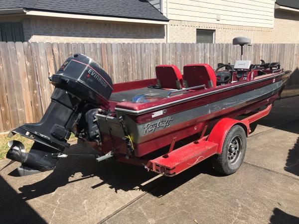 Photo 1996 Ray Craft V174 bass boat  1994 Evinrude 112hp outboard motor - $3,000 (Houston)