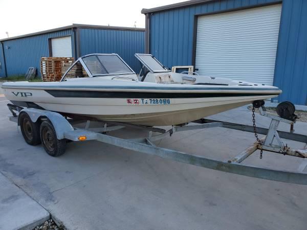 Photo 1997 VIP 1939 Fish  Ski Boat and Trailer - $900 (Fulshear)
