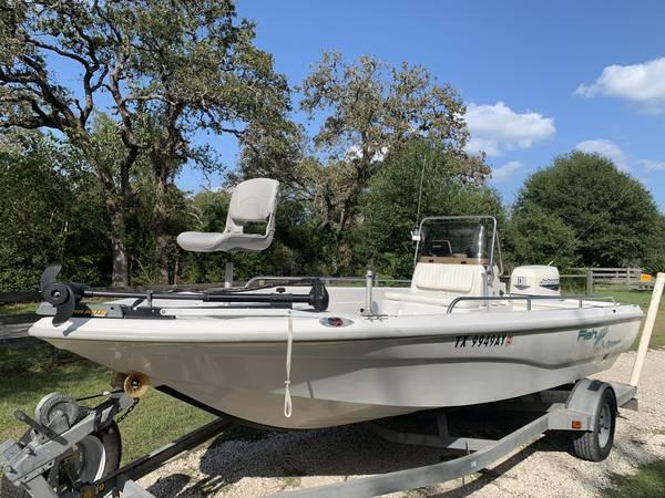 Photo 2000 Fish Master Travis Edition 19 foot Center Console Fishing Boat - $9,500 (Hempstead)