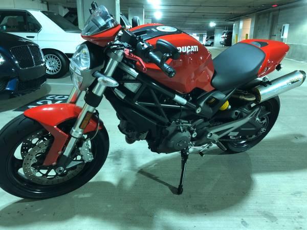 Photo 2010 Ducati Monster 696 - $4450 (Houston)