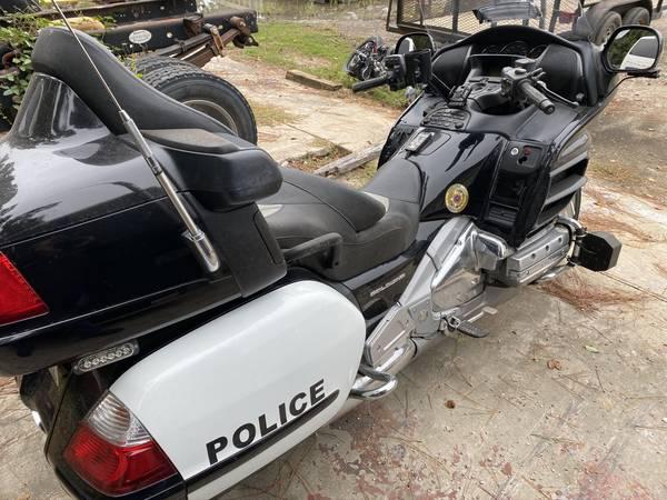 Photo 2010 Honda Goldwing Police Bike - $10,000 (Cleveland)