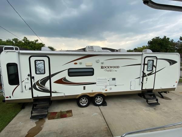 Photo 2011 Rockwood Travel Trailer - $18,900 (North Houston)