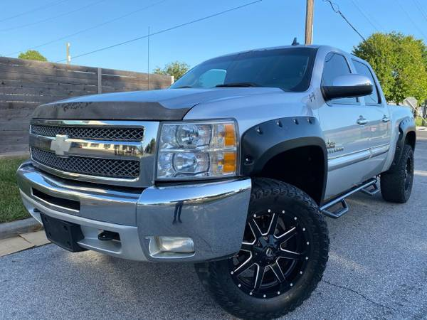 Photo 2012 CHEVY SILVERADO 4X4 LIFTEDLEATHERREVER CAMCLEAN TTLELIKE NEW - $12900 ((WE FINANCE) financing price (CALL JP (346)-212-6792))