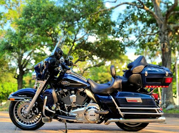 Photo 2013 Harley Ultra Classic - Only 8,302 Miles - $14,500 (West Houston)
