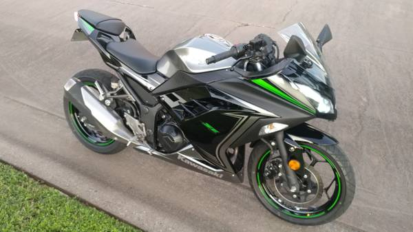 Photo 2015 Kawasaki Ninja 300 - low miles - $3,200 (Sugar Land)