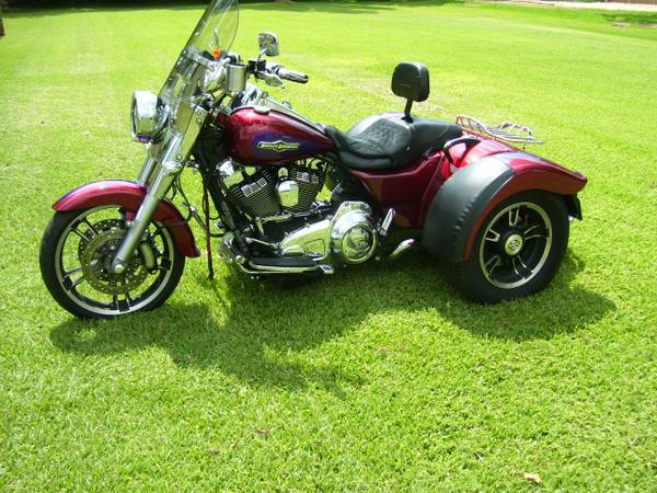 Photo 2016 Harley Davidson Freewheeler, Comes With A Trailer To Haul It - $19,750 (Pearland, Tx.)