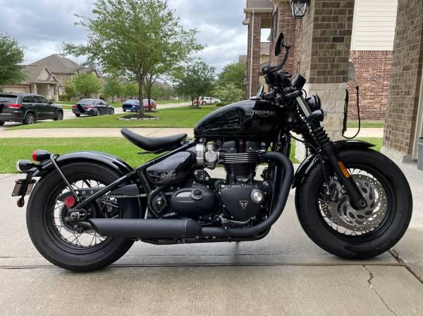 Photo 2020 Triumph Bonneville Bobber Black - $12,000 (Spring)