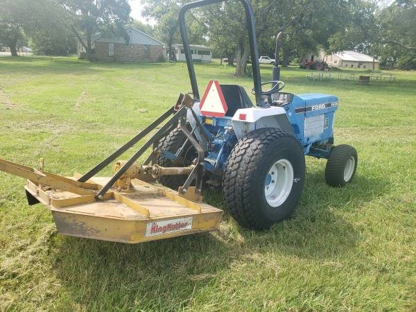 Photo 23hp Ford diesel 2wd tractor with 4ft cutter shredder - $4,700 (Scurry)