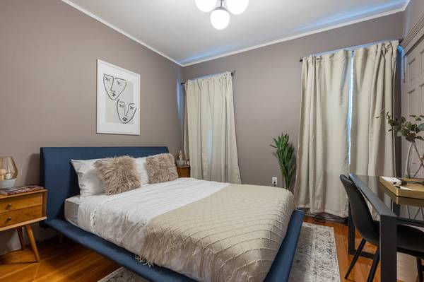 Photo Are you friendly enough You can rent the room i39m renting today