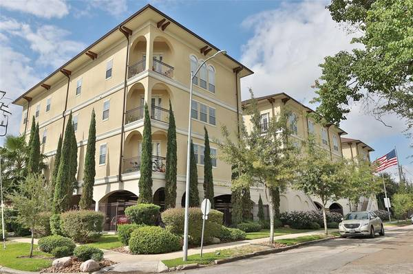 Photo Beautifully well maintained 2Bedroom2Bath condo in The Bellaire (cypress)
