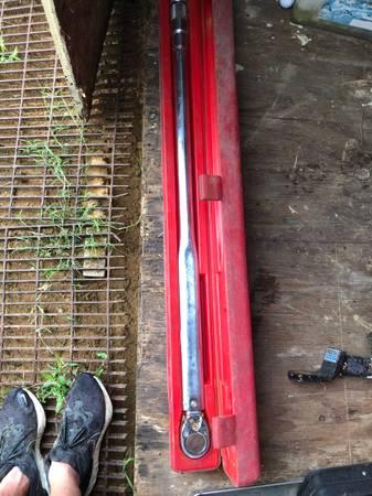 Photo Big Torque wrench - $250