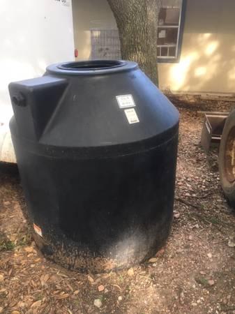 Photo Black water tank 305 gal - $175 (Rosenberg)