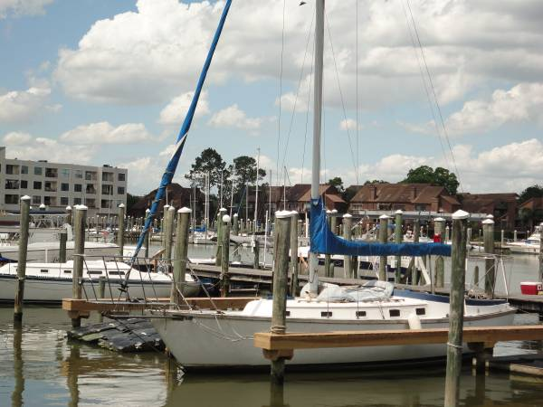 Photo Endeavour 37.5 Sloop rig (Tall Mast) sailboat - $5,800 (League City)
