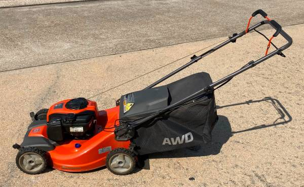 Photo Husqvarna LC221A Self-Propelled Gas Lawn Mower - $350 (houston)