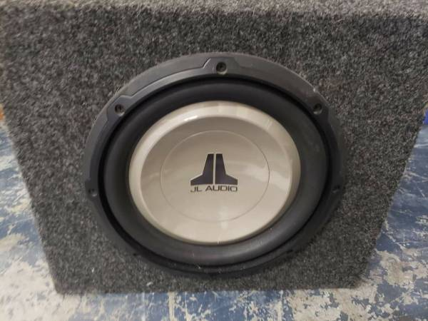 Photo JL Audio 10.5quot Subwoofer with a 16quot12quot13quot box - $175 (Pasadena)