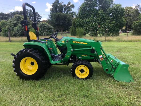 Photo John Deere 3025E Tractor with Loader - $17,500 (Tomball (Rosehill))