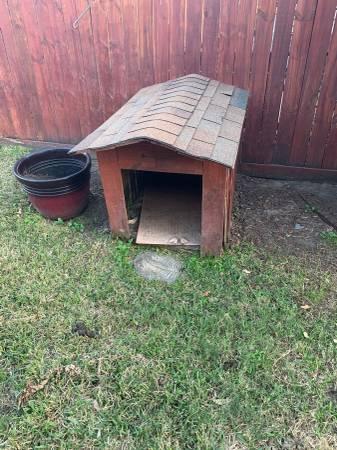 Photo Large dog house (Tomball)