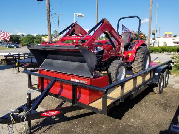 Photo Mahindra 1626 shuttle 4wd tractor with a loader package - $350 (Sealy)