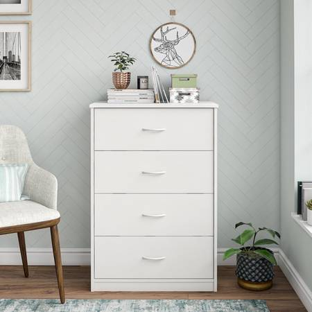 Photo Mainstays Classic 4 Drawer Dresser, White Finish - $85 (Sugar Land)