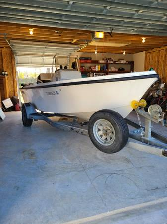 Photo Mako 17ft center console fishing boat - $7,900 (Pearland)