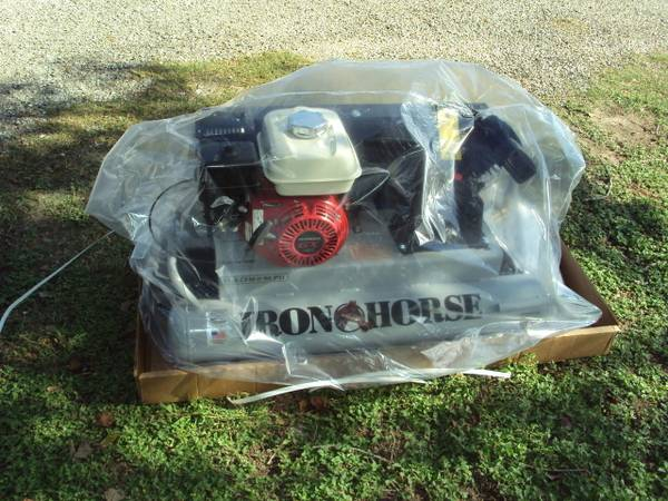 Photo NEW Iron Horse brand gas air compressor with a Honda motor - $899 (Magnolia)