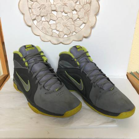 Photo Nike Mens Visi Pro 3 Basketball Sneakers Size 13 - $40 (West University)