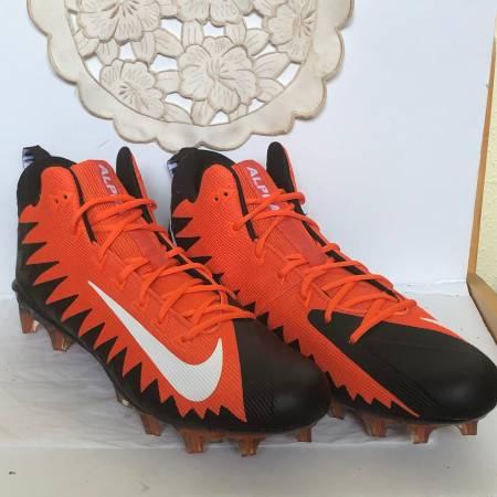 Photo Nike NEW Mens Alpha Menace Football Cleats Size 18 - $40 (West University)