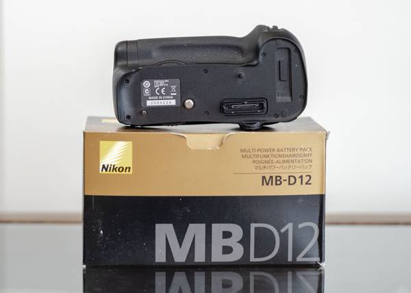 Photo Nikon MB-D12 Multi Battery Power Pack - $260 (Houston)