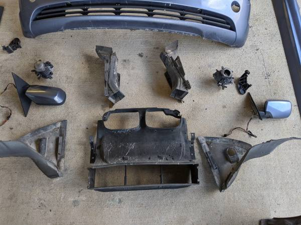 Photo OEM BMW E46 Wagon Sedan Body Part 2002 2003 2004 2005 325i 330i Bumper - $5 (Pearland)