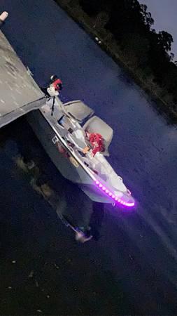 Photo Pelican Predator 103 Bass Boat - $800 (Tomball)