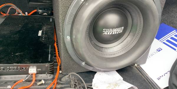 Photo SUNDOWN AUDIO Subwoofer - $600