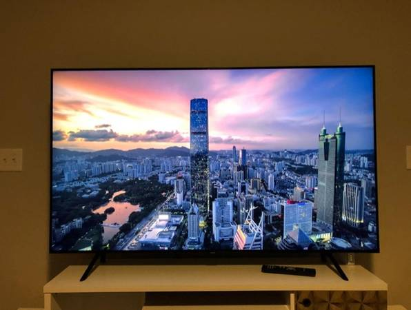 Photo Samsung Q70 Series 49-Inch Smart TV, Flat QLED 4K UHD HDR - 2019 Model - $600 (Kingwood)