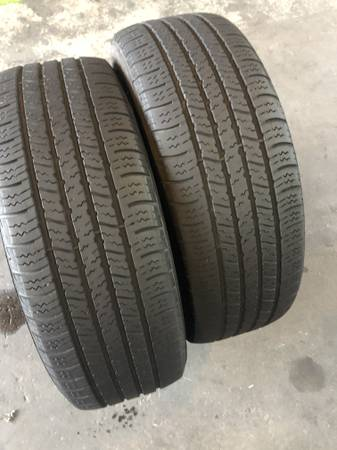 Photo Selling 2 USED 195 60 R 15 Goodyear Assurance All Season tires - $50 (Pasadena)
