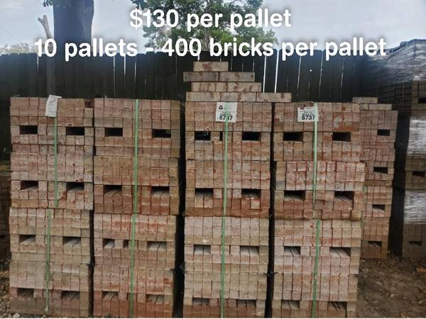 Photo Triangle Brick Knob Hill - $130 per pallet - Ladrillo - $130 (59 North and Tidwell Road)