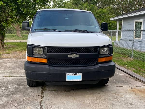 Photo Van with Truck Mount Carpet Cleaning Machine - $13500 (Houston)