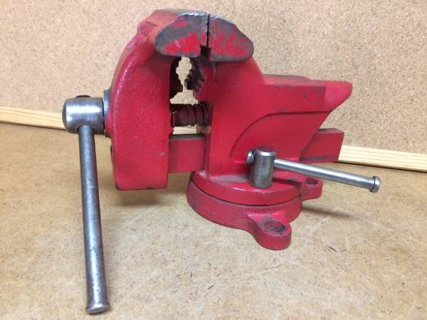 Photo Vintage 3-12 Small Columbian Swivel Vise wPipe Jaws (USA) - $48 (Tomball)