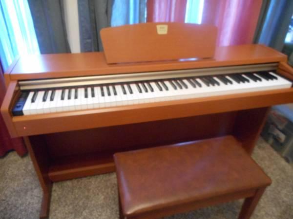 Photo Yamaha Clavinova CLP-220 piano - $1,000